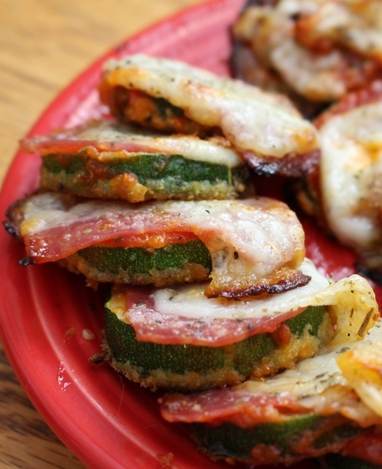 Zucchini Pizza Bites! Pizza bites without the guilt! Easy and fast to make. Have them as a meal or an appetizer. Set them on the table and watch them disappear! Small Town Girl Blog