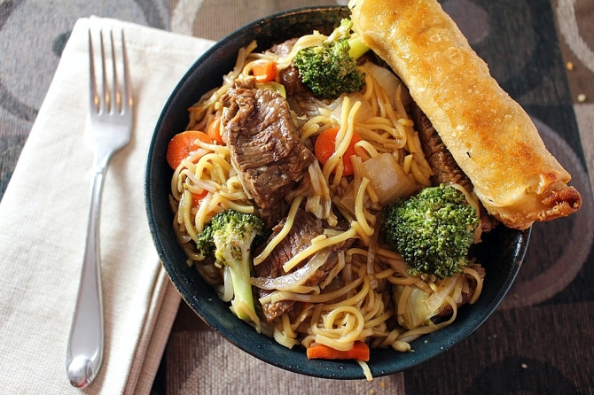 Aloha Stir Fry. Steak, veggies, and chow mein in a special tangy island style sauce. Small Town Girl Blog.