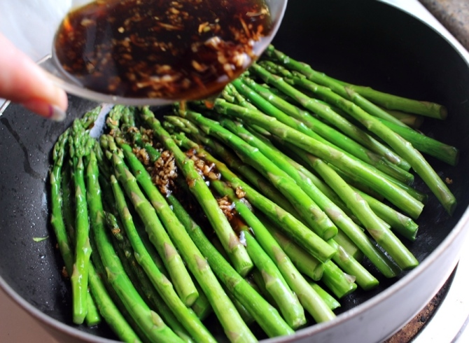 Sweet and Spicy Asparagus.  The chili sauce gives it that sweet spice that I just adore. Throw in some soy sauce, garlic, and fresh ginger for a POW that will send your taste buds reeling! Small Town Girl Blog.