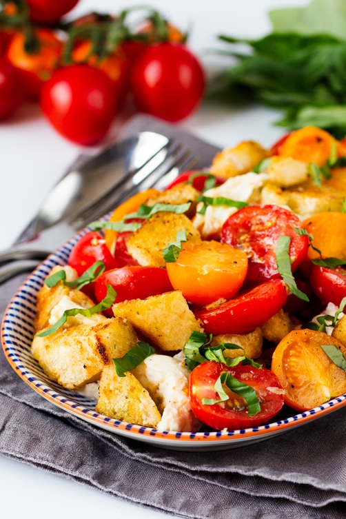 Panzanella-Caprese-with-garlic-croutons-tall
